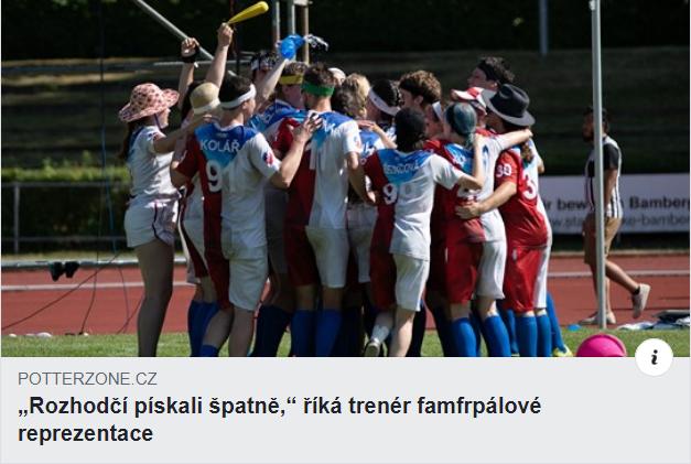 """Facebookový příspěvek: Na fotce je vidět radující se český národní tým. Pod tím je titulek """"Rozhodčí pískali špatně,"""" říká trenér famfrpálové asociace"""